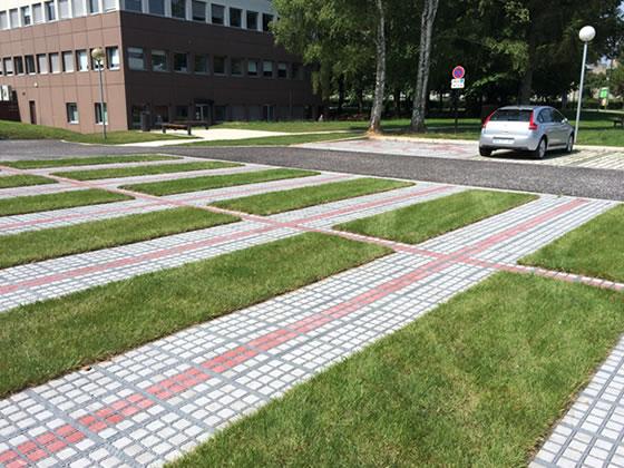 Revêtement de sol extérieur drainant pour campus universitaire
