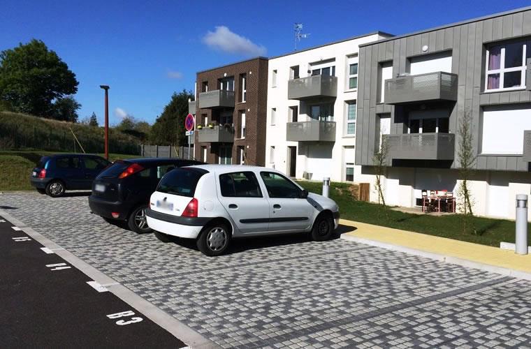 Stationnements pavés drainants pour résidence