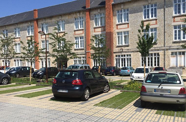 Dalles alvéolées pour parking perméable et engazonné